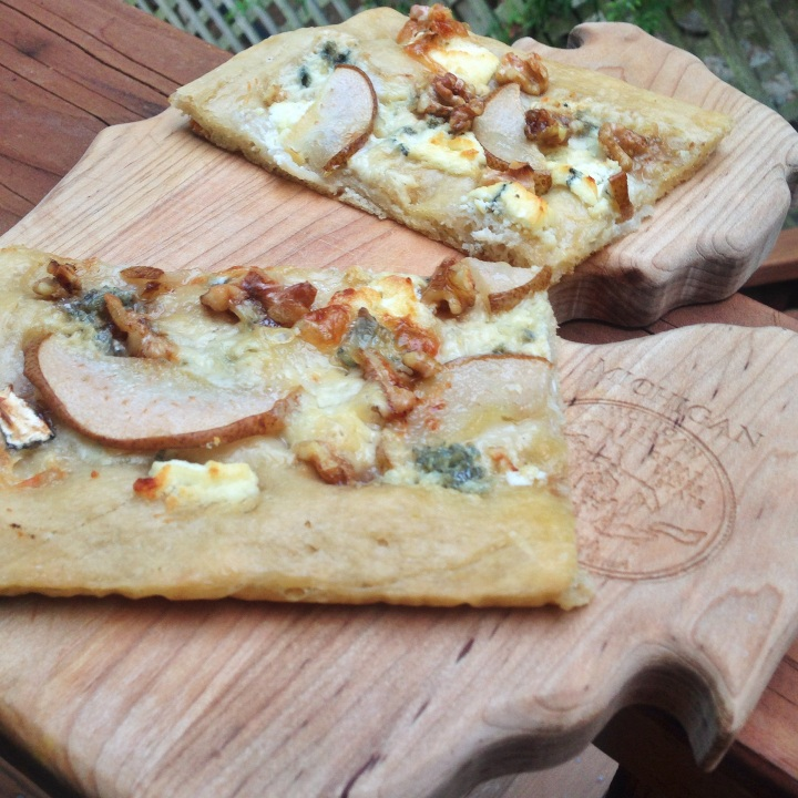 Pizza Gorgonzola e Noci Valentina Rose Costa Rica Nutrition Blog